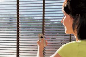 Electric wood venetian blinds